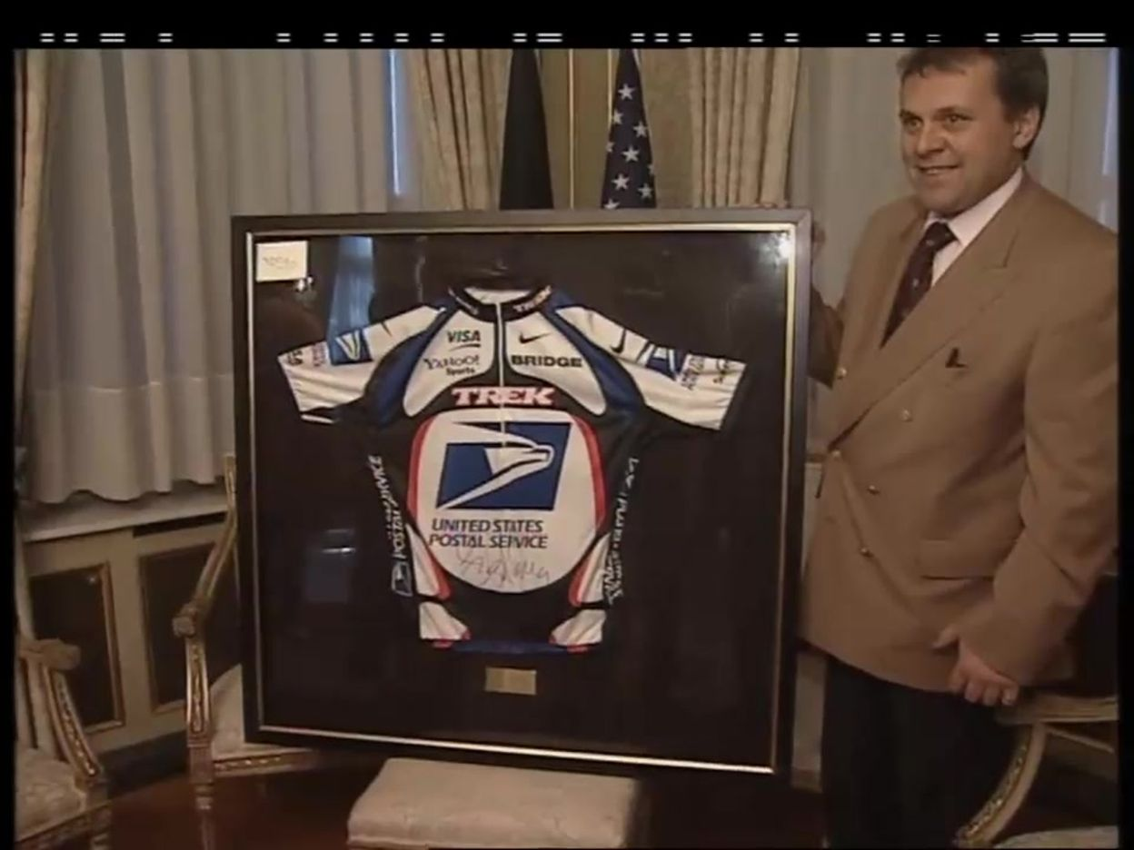 Le maillot de Lance Armstrong offert à Guy Verhofstadt