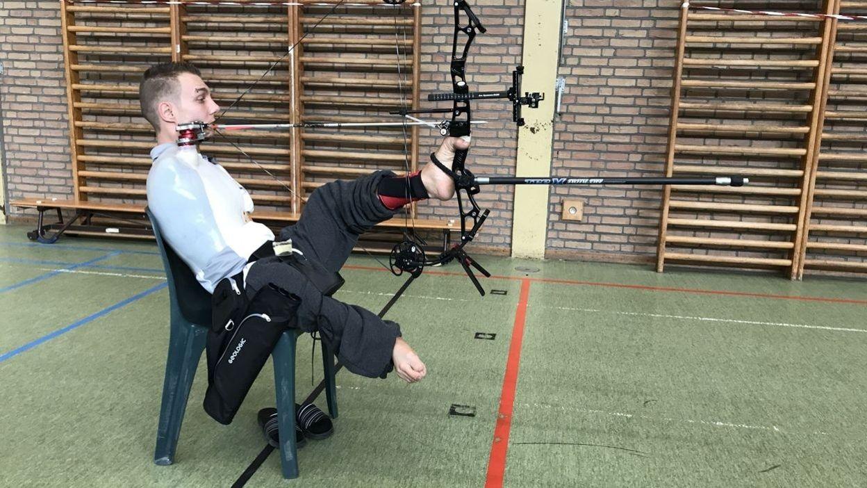 Grand Format : Né sans bras, Piotr Van Montagu vit sa passion du tir à l'arc