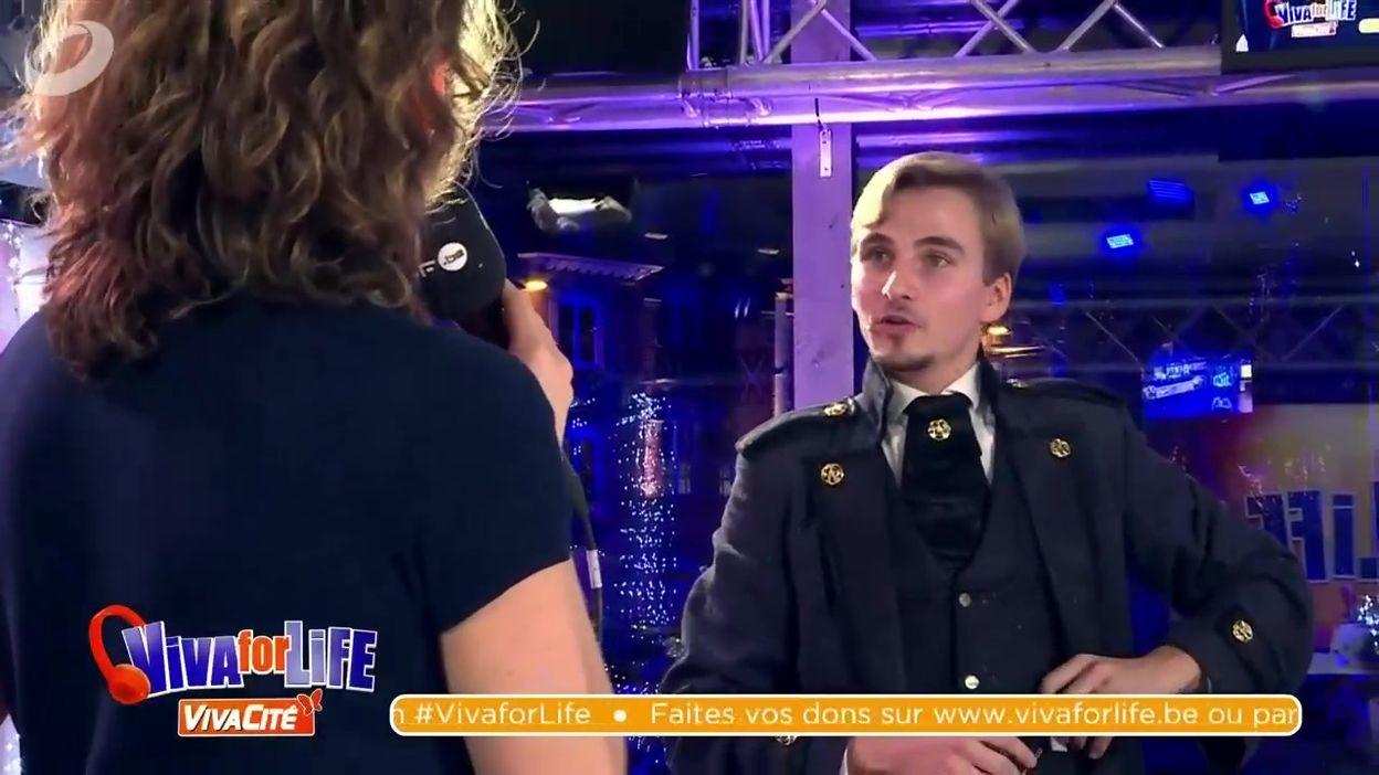 Sara, Ophélie et Cyril bluffés par le magicien, Maxime Mandrake