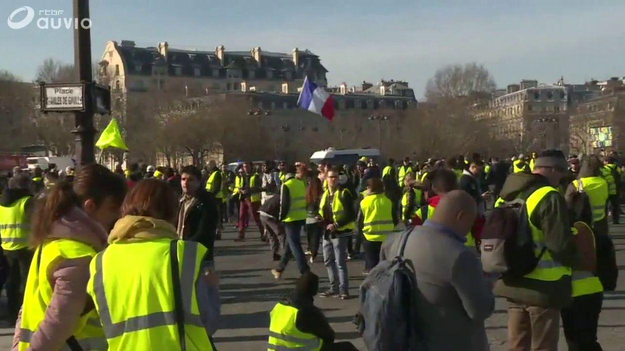 France: après trois mois de mobilisation, les gilets jaunes assurent qu'ils ne lâchent rien