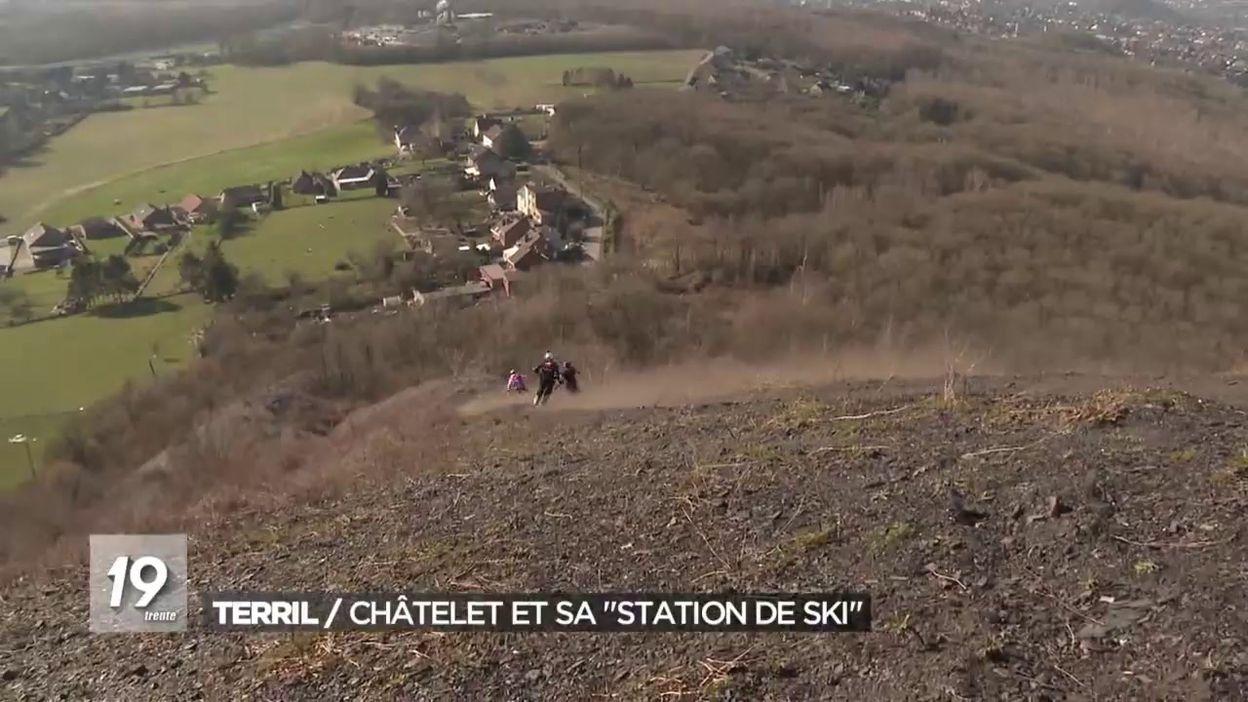 Des skieurs sur terril à Châtelet