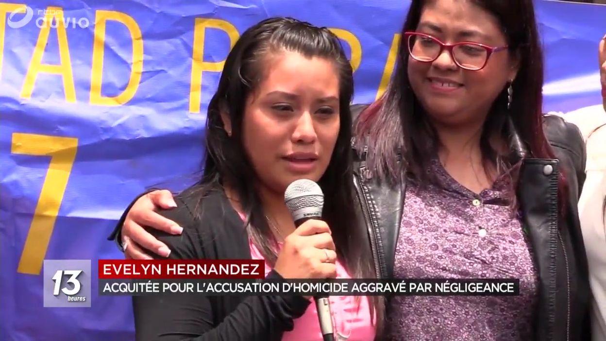 Salvador : une femme acquittée après l'accouchement d'un bébé mort né