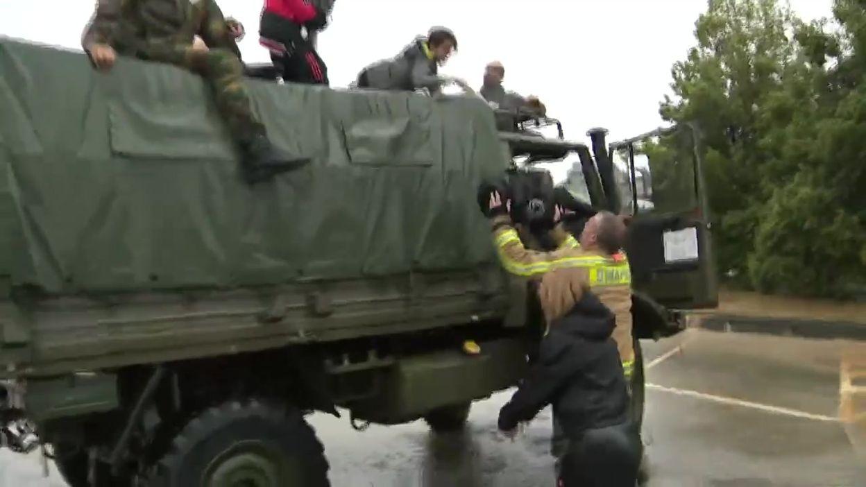 Inondations en Belgique: l'armée évacue les habitants à Rochefort