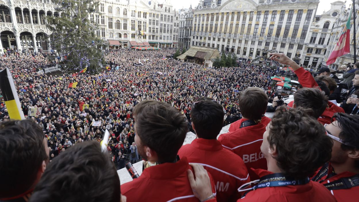 Honneur Royal et Grand Place bondée : Le Retour triomphal des Red Lions