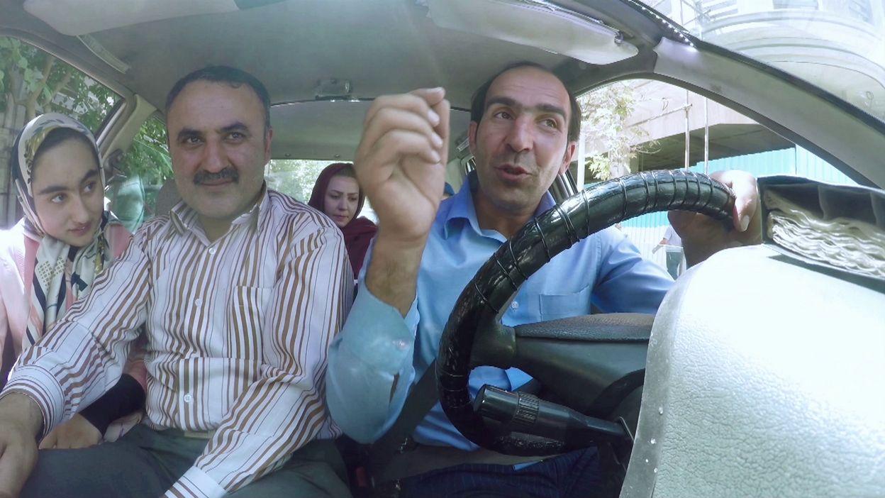 Mojtaba, le taxi positif de Téhéran