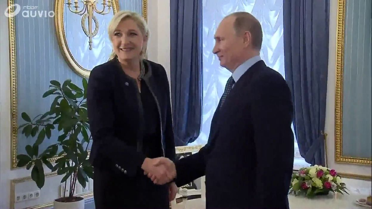 """Résultat de recherche d'images pour """"france, soutien de poutine à Le Pen, 2017"""""""