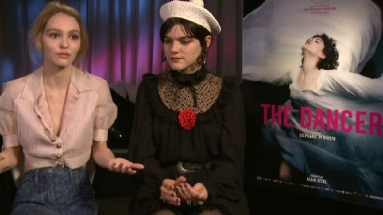 aa26be8fe83 L interview de Soko et Lily-Rose Depp - 28 09 2016