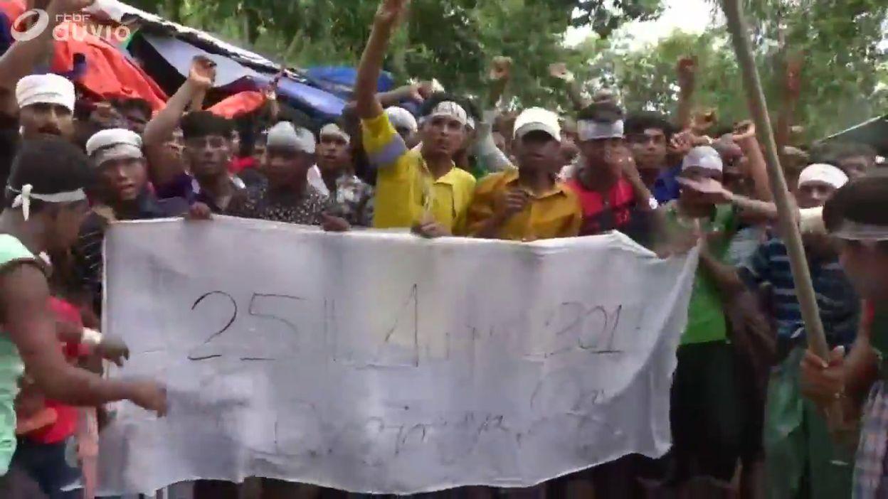 Des réfugiés rohingyas défilent pour demander plus de justice, un an après le début de la crise