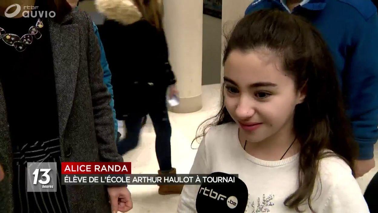 Une jeune réfugiée syrienne à un concours d'orthographe