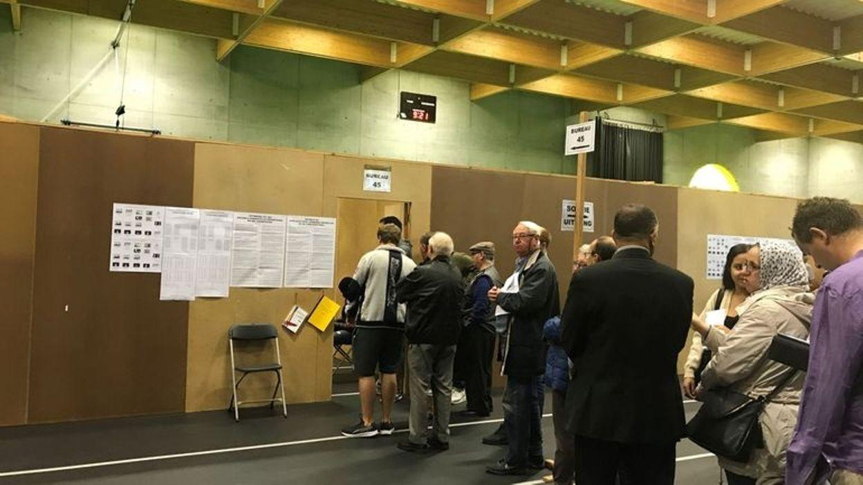 Problèmes informatiques dans des bureaux de vote à bruxelles que