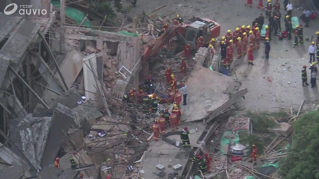 Shanghai : sauvetage en cours après effondrement building