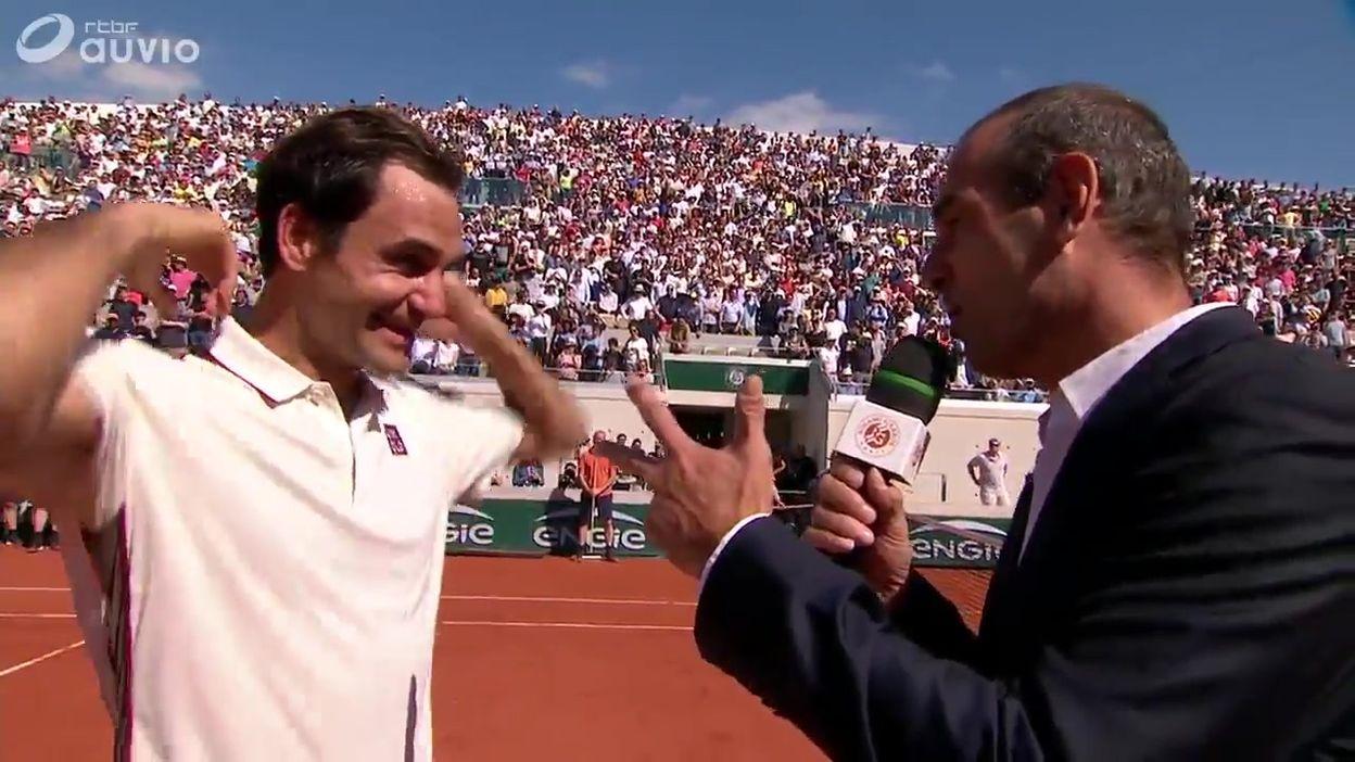 Federer fait le clow sur le Lenglen et provoque l'hilarité du public