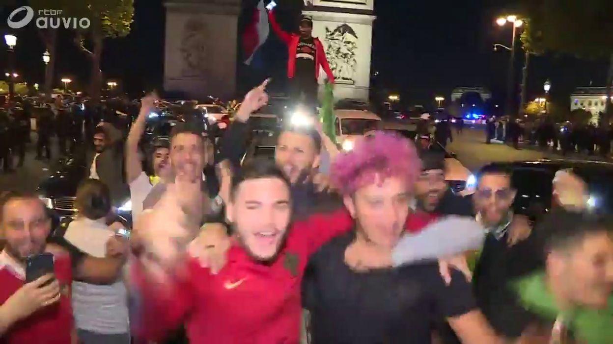 Victoire de l'Algérie : la liesse à Paris