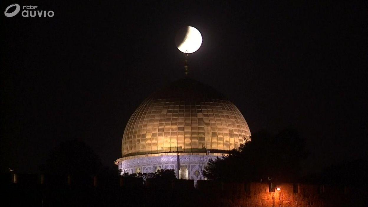 Eclipse de lune au-dessus du dôme du Rocher (mosquée al-Aqsa), à Jérusalem