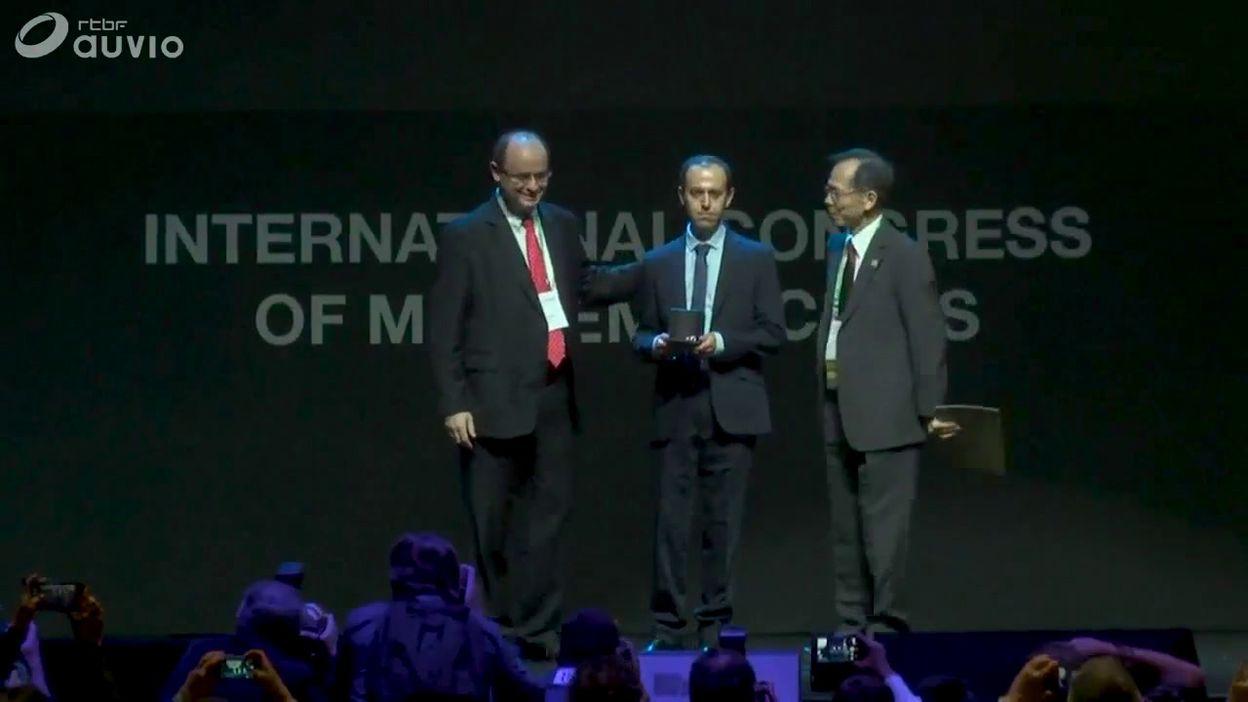 Remise de la médaille Fields à Cauder Birkar (ainsi qu'à trois autres mathématiciens), à Rio