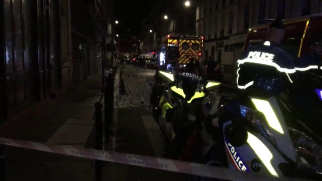 France: une voiture percute une terrasse de bar à Paris, faisant un mort et six blessés