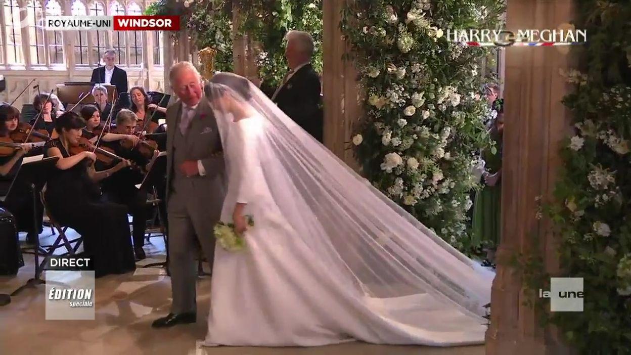 Arrivée de la mariée au bras du prince Charles