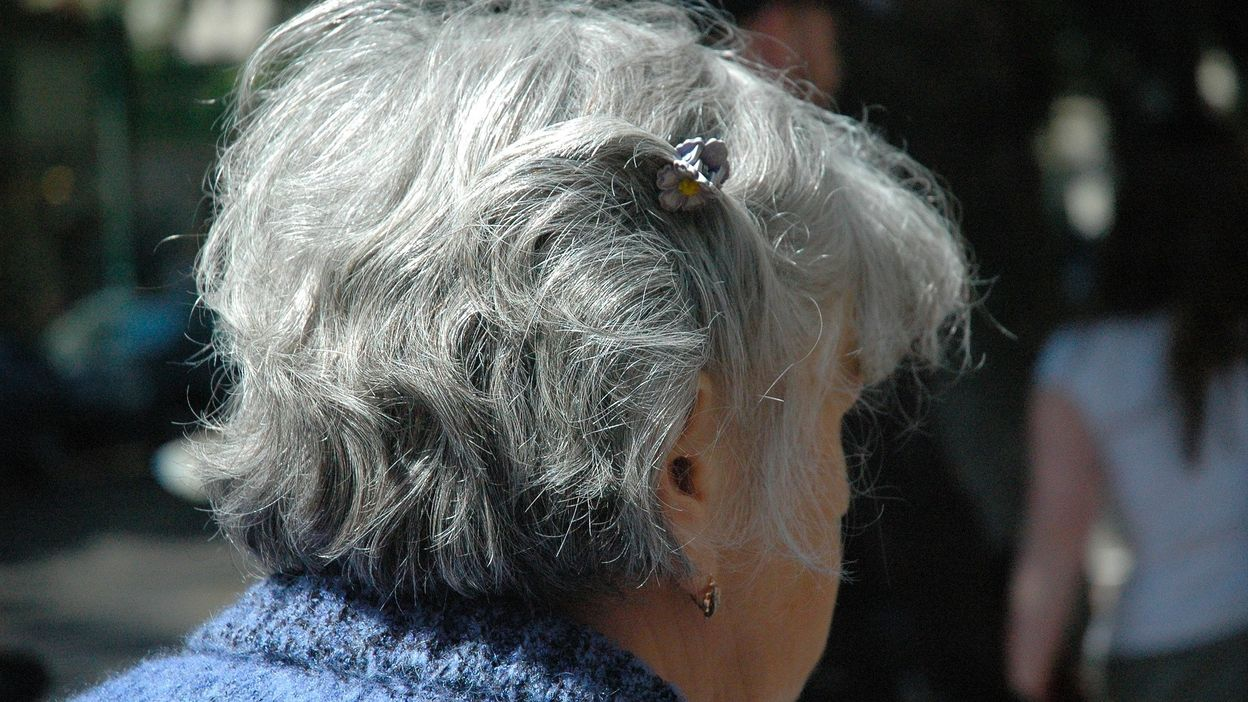 Est-il possible qu'une grande peur fasse blanchir les cheveux d'un coup ?