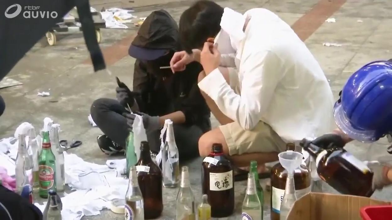 Hong-Kong: siège et préparation de cocktails molotov sur le site universitaire