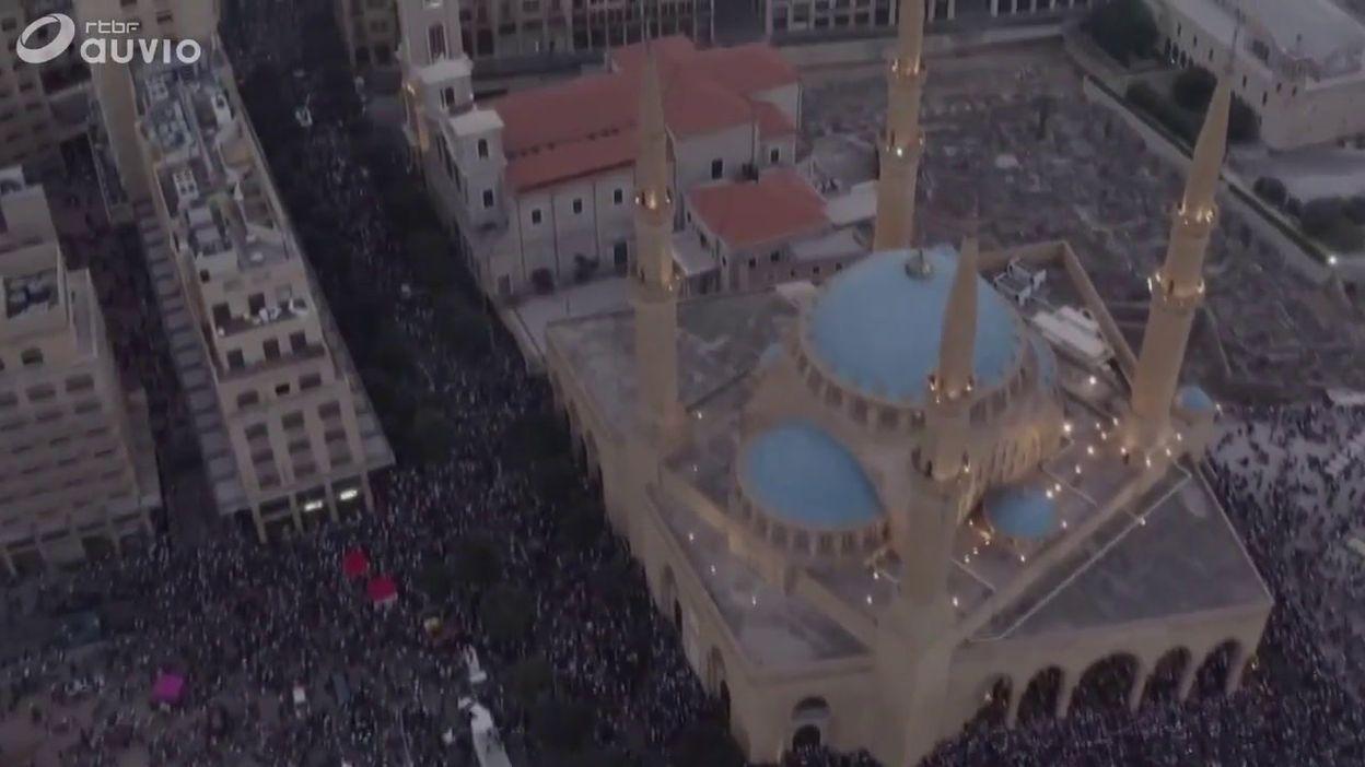 Un drone survole la manifestation de mécontentement des Libanais, à Beyrouth, le 20 octobre