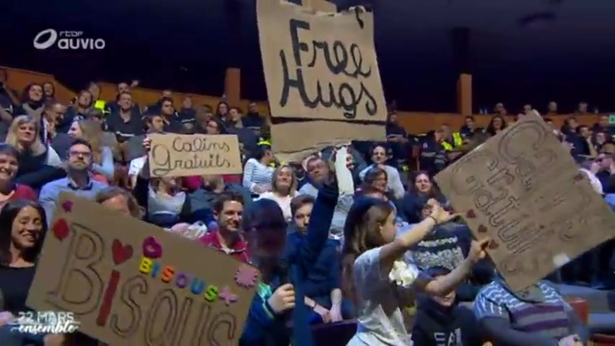 Free Hugs - Câlins gratuits