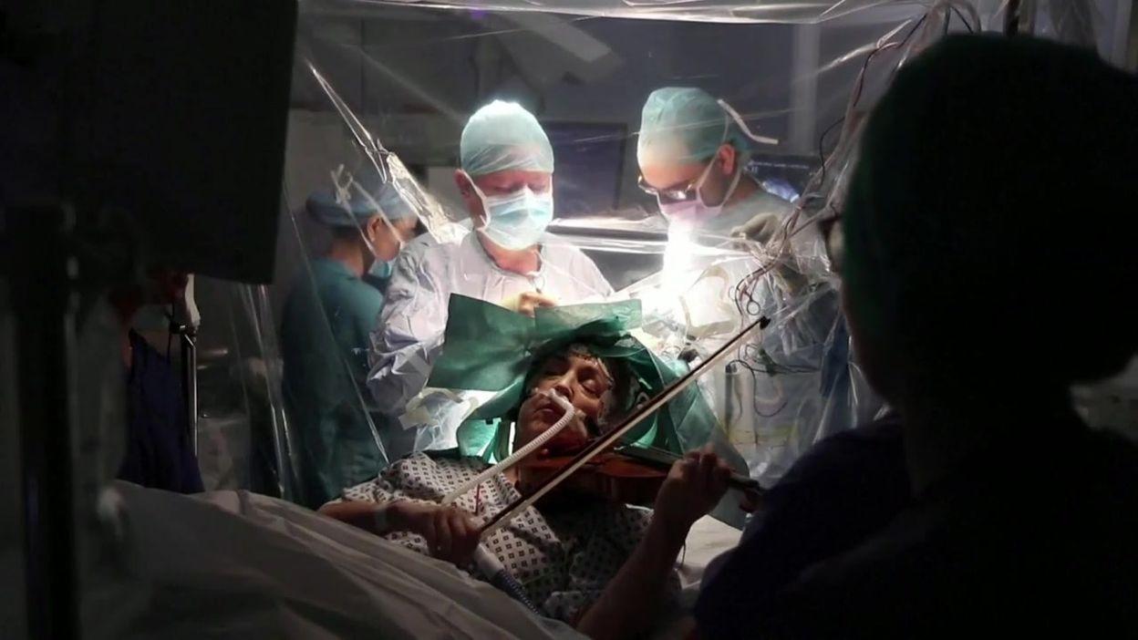 GB: pour sauver sa main, une violoniste joue pendant son opération du cerveau