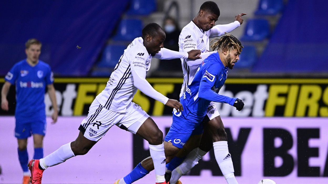 Genk Cartonne Contre Eupen Et Revient A Un Point De L Antwerp