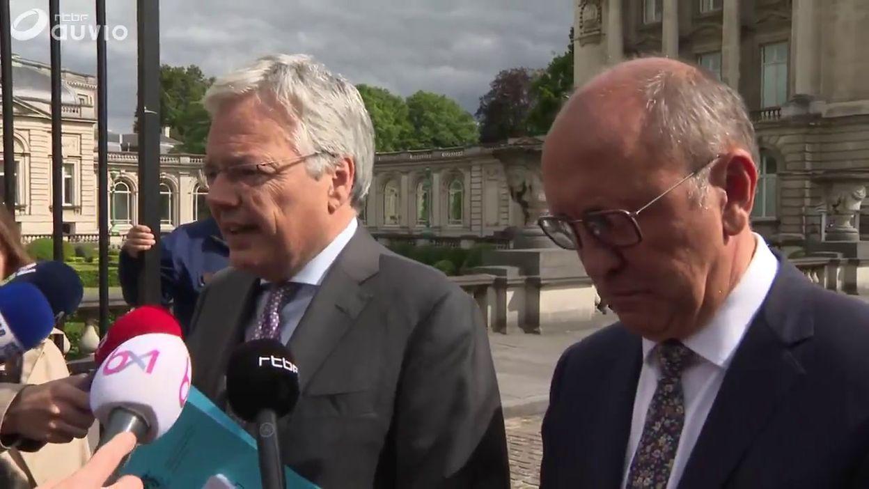 Didier Reynders et Johan Vande Lanotte sortent du palais: