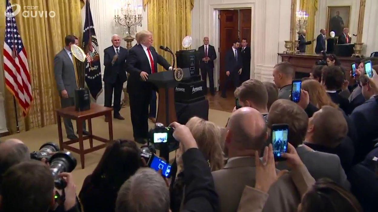 Ovation pour le président après ce repas gargantuesque
