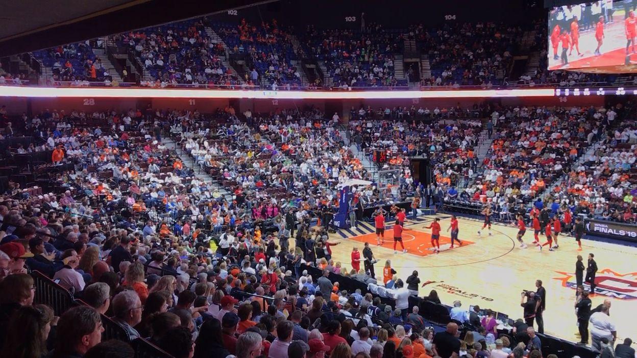 Du couloir au terrain de la finale WNBA