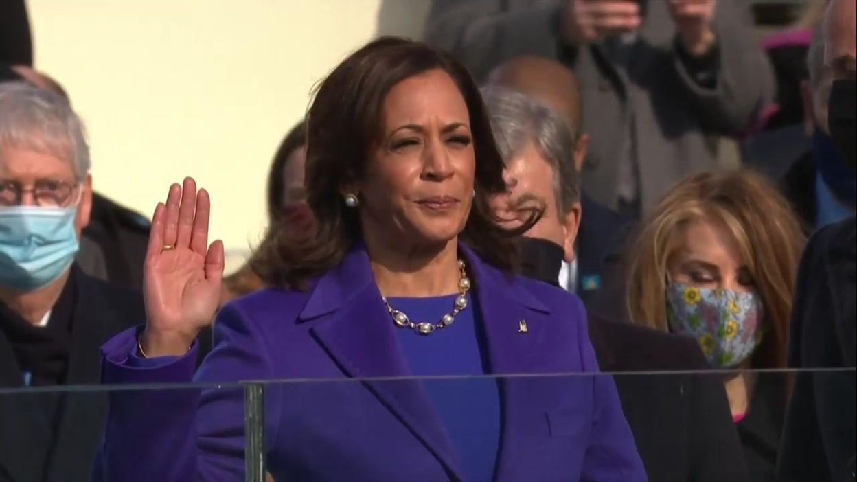 Investiture de Joe Biden : prestation de serment de Kamala Harris (vice-présidente)