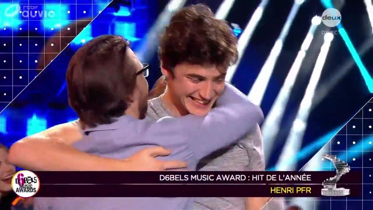 Henri PFR remporte l'Award du hit de l'année !