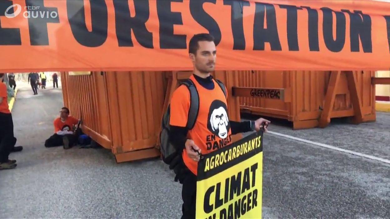 Blocage de la raffinerie de pétrole de La Mède (Bouches-du-Rhône) par Greenpeace