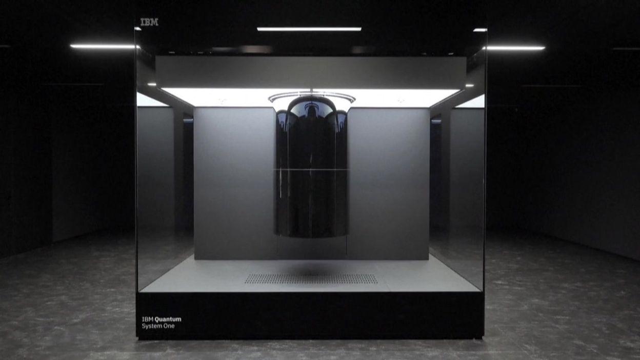 Allemagne: Angela Merkel inaugure un premier ordinateur quantique installé par IBM