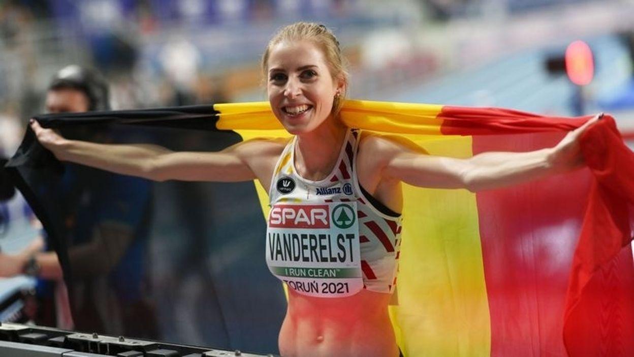 Elise Vanderelst, remporte la médaille d'or sur 1500m