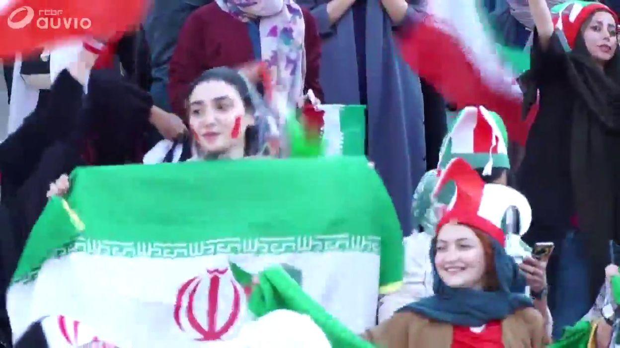 Une première en Iran: 3.500 supportrices étaient présentes au stade Azadi pour le match Iran-Cambodge