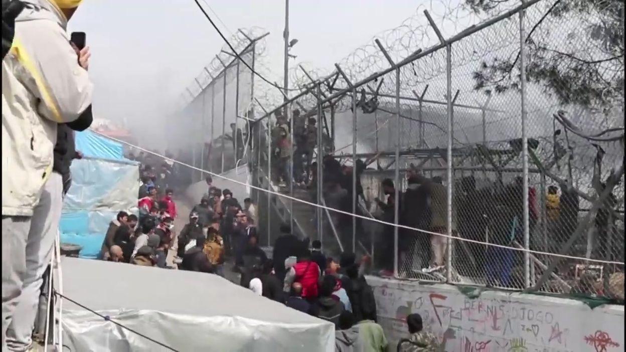 Grèce: incendie et panique dans le camp de réfugiés de Moria, sur l'île de Lesbos