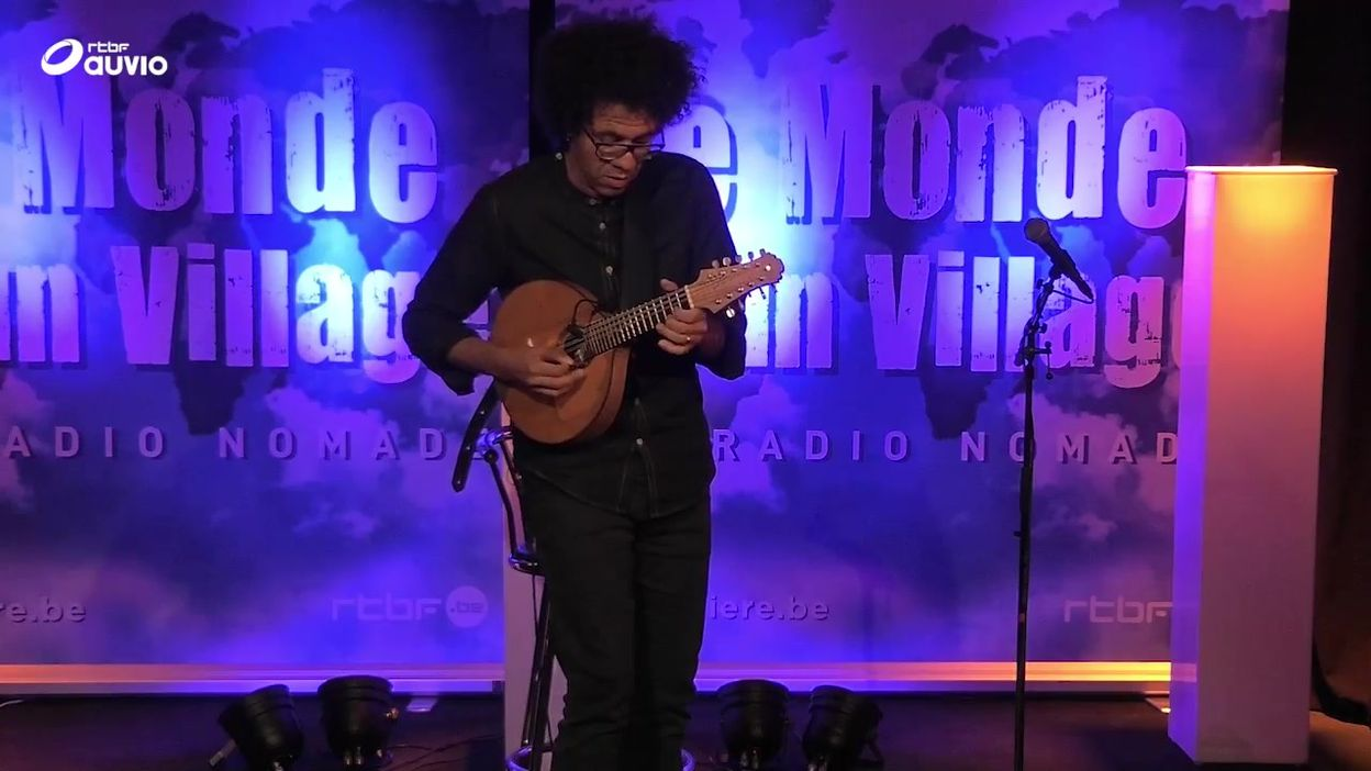 'Alegria Do Dia' par Hamilton De Holanda (LIVE)