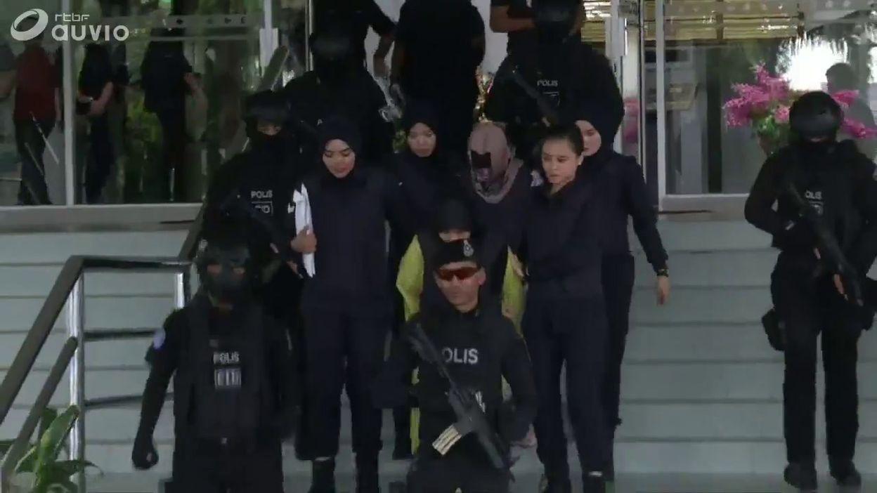 Malaisie: les deux accusées du meurtre du demi-frère de Kim-Jong Un à la sortie du tribunal