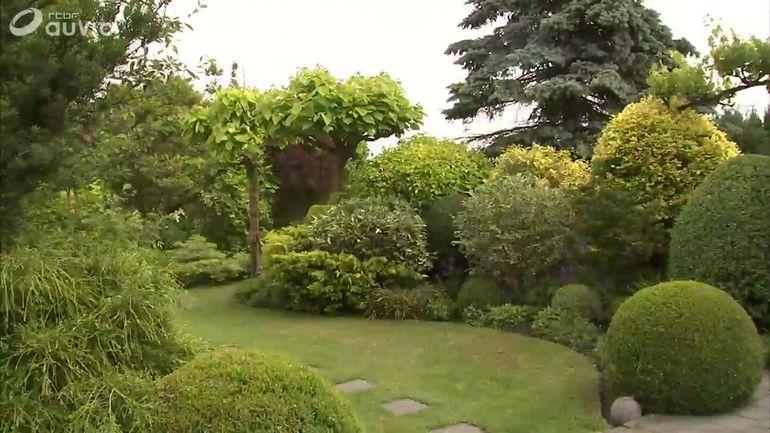 chez philippe de beaux feuillages et une grande pi ce d 39 eau extrait jardins et loisirs du. Black Bedroom Furniture Sets. Home Design Ideas