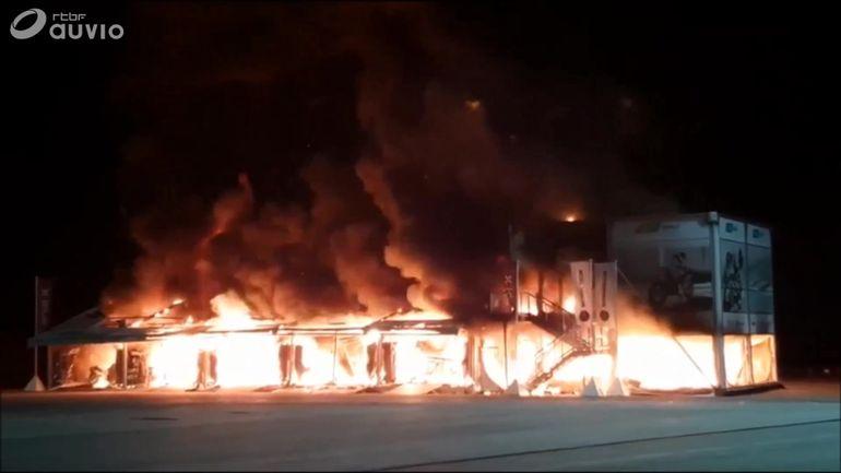moto-e-spectaculaire-incendie-a-jerez-les-18-motos-detruites-la-saison-menacee