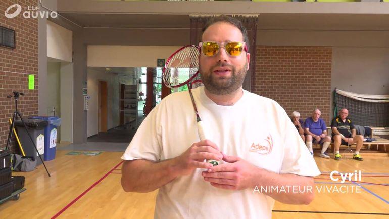 cyril-essaie-le-badminton